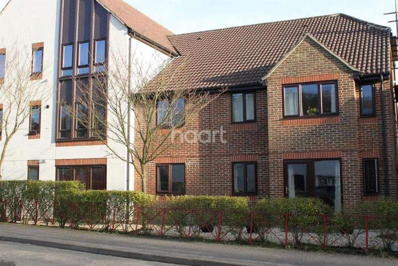 2 Bedrooms Flat for sale in Weyhill, Haslemere, Surrey