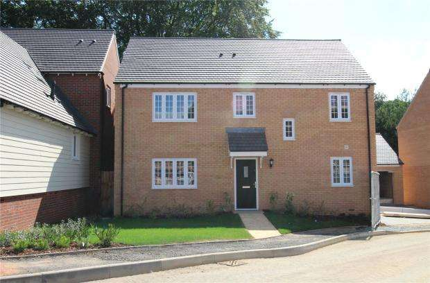 4 Bedrooms Detached House for sale in The Mallards, Strumpshaw Road, Brundall