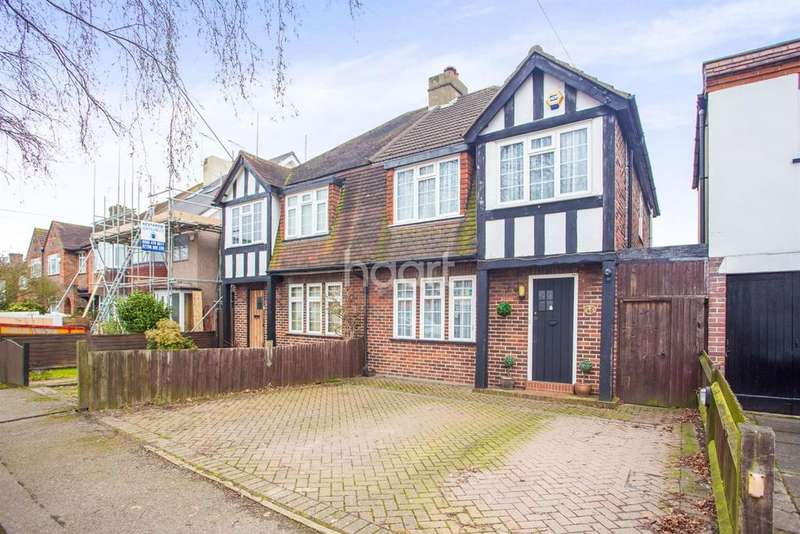 4 Bedrooms Semi Detached House for sale in The Fairway, Ruislip