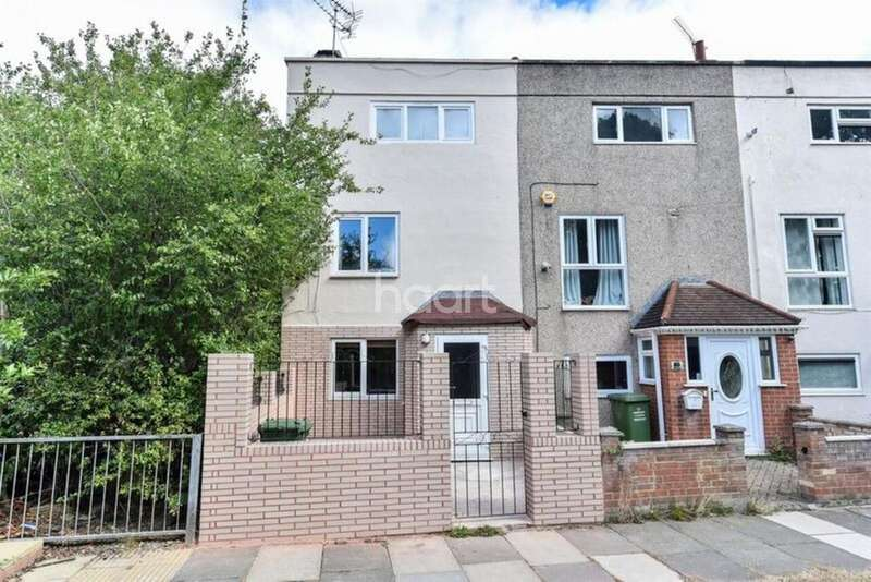 4 Bedrooms End Of Terrace House for sale in Roodegate, Basildon