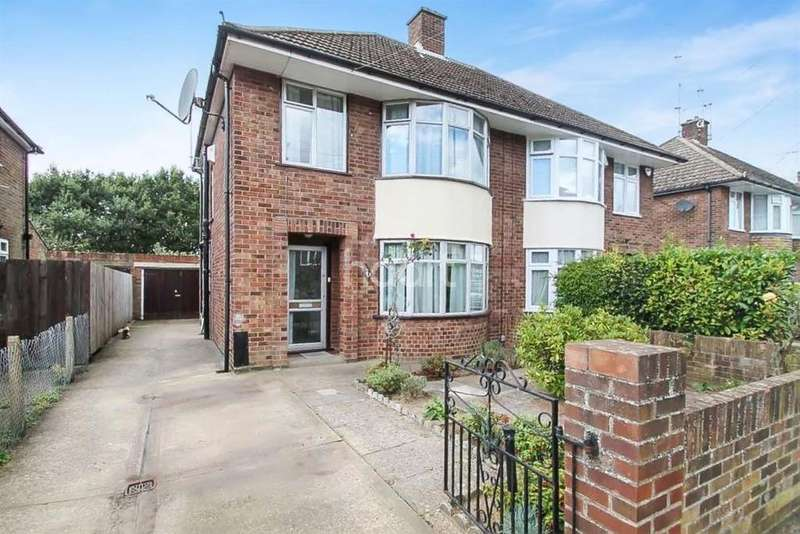 3 Bedrooms Semi Detached House for sale in Dereham Avenue, RIVERS ESTATE, IP3