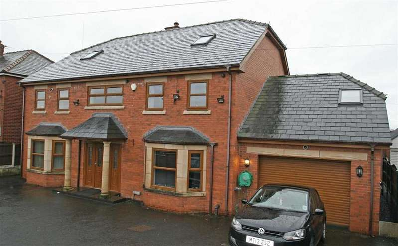 6 Bedrooms Detached House for sale in 861, Rochdale Road, Slattocks, Middleton, M24