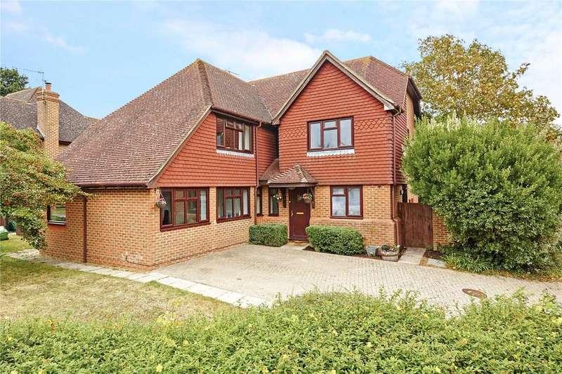 5 Bedrooms Detached House for sale in Sherenden Park, Golden Green, Tonbridge, Kent, TN11
