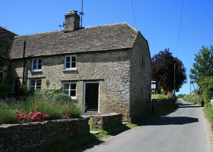 3 Bedrooms Semi Detached House for sale in The Court, Maces Hill, Daglingworth, Cirencester, GL7