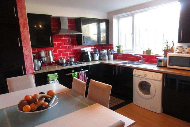 3 Bedrooms Terraced House for sale in Alma Street, Leicester, LE3