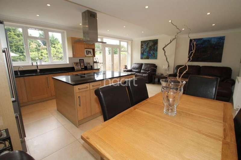 3 Bedrooms Semi Detached House for sale in Buckhurst Way