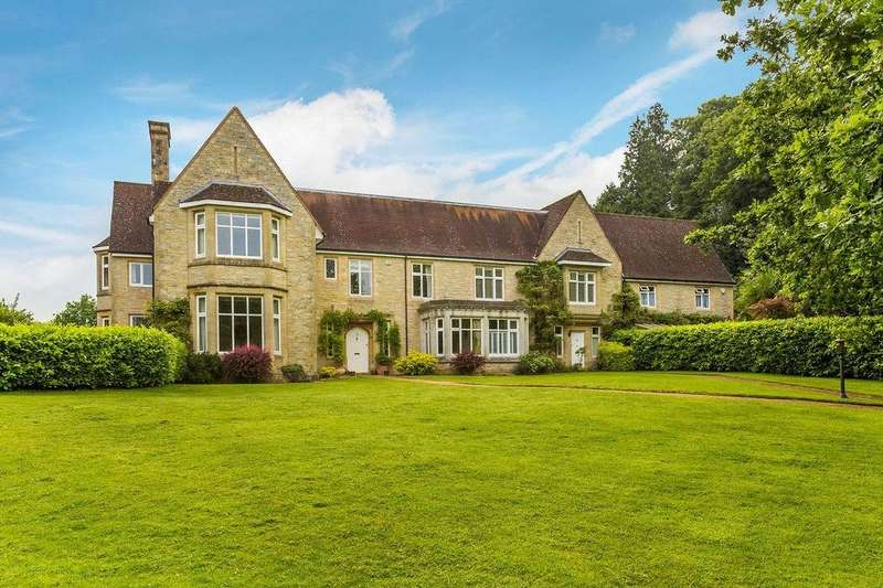 4 Bedrooms Terraced House for sale in Nutfield Court, Church Hill, Nutfield, Redhill, RH1