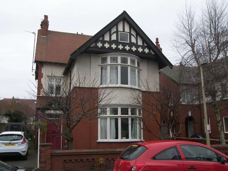 5 Bedrooms Detached House for sale in 36 All Saints Road