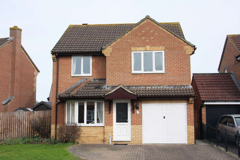 4 Bedrooms Detached House for sale in Heather Avenue, Melksham