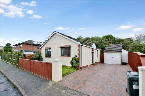 2 Bedrooms Detached Bungalow for sale in School Road, Kingskerswell, Newton Abbot, Devon