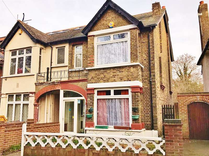 3 Bedrooms Semi Detached House for sale in Pinewood Road , Abbeywood , London, SE2 0RY