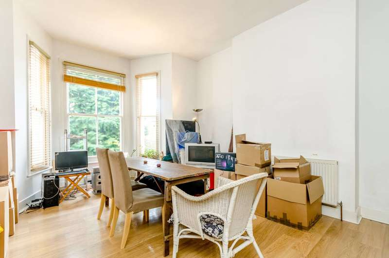 2 Bedrooms Flat for sale in Cargreen Road, Norwood, SE25