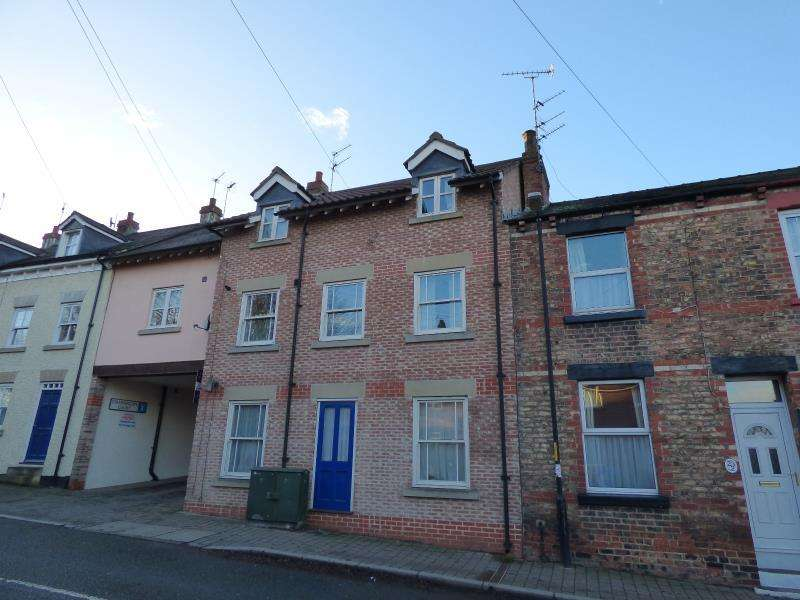 3 Bedrooms Apartment Flat for sale in STAMMERGATE COURT, RIPON, HG4 1NB