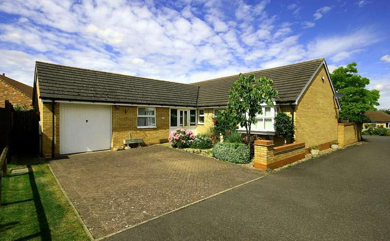 3 Bedrooms Detached Bungalow for sale in St Johns Drive, Corby Glen, Grantham, Lincolnshire, NG33