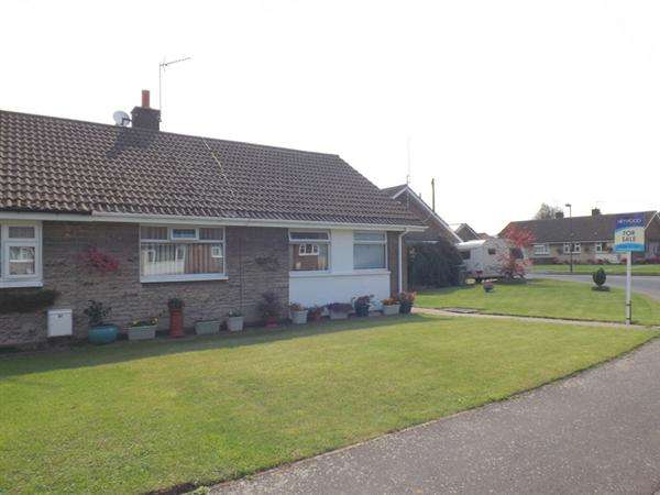 2 Bedrooms Bungalow for sale in Damsbrook Drive, Clowne, Chesterfield