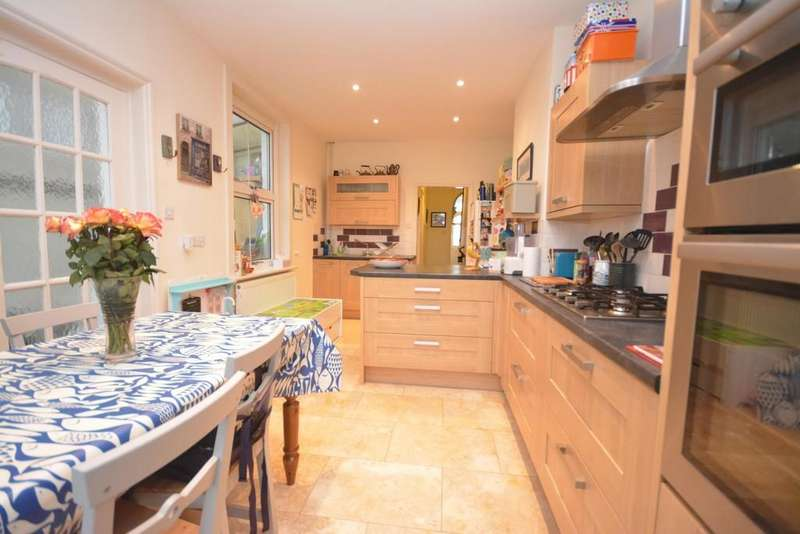 3 Bedrooms Semi Detached House for sale in Gordon Road, Cowes