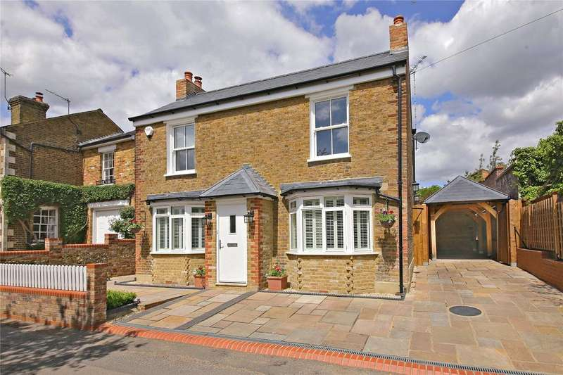 4 Bedrooms Detached House for sale in Common Lane, Letchmore Heath, Hertfordshire
