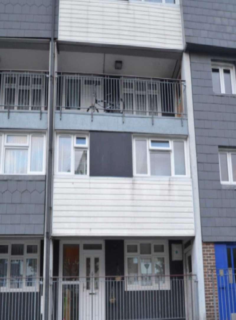 3 Bedrooms Flat for sale in Aldriche Way, London