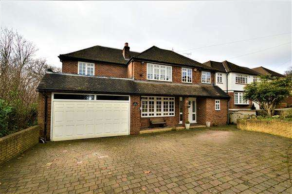 5 Bedrooms Detached House for sale in Reddings Close, London