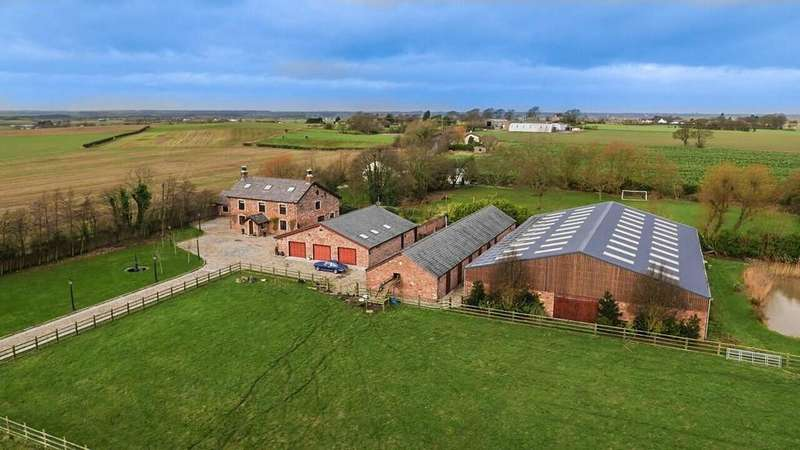 5 Bedrooms Detached House for sale in Fir Tree Lane, Aughton