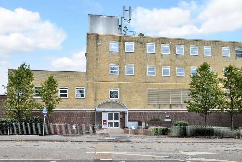 2 Bedrooms Apartment Flat for sale in London Road, Blackwater