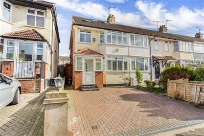 4 Bedrooms Semi Detached House for sale in Highfield Road, Woodford Green
