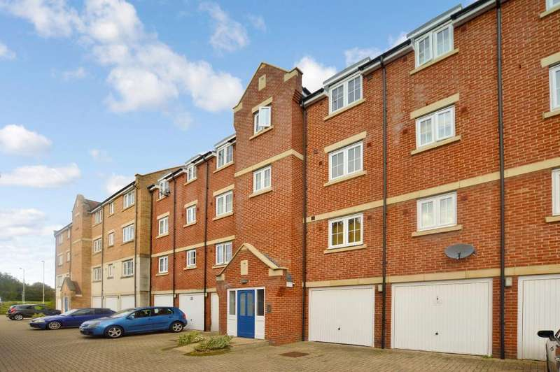 2 Bedrooms Apartment Flat for sale in Bramley Court, Luton Road, Dunstable, Bedfordshire, LU5 4GA