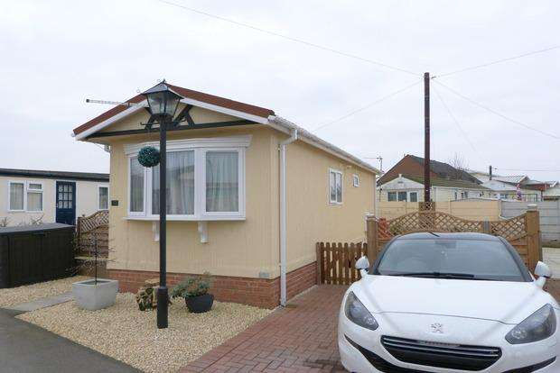 1 Bedroom Park Home Mobile Home for sale in Orchard Park, Upper Church Street, Syston, LE7