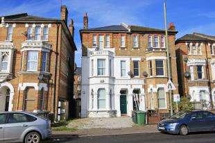 2 Bedrooms Flat for sale in Newlands Park, Sydenham, London