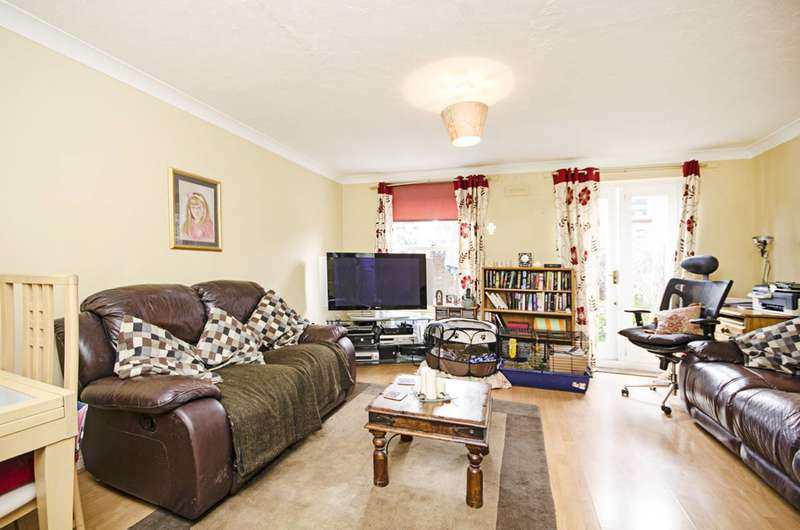 2 Bedrooms Flat for sale in Victoria Park Road, Victoria Park, E9