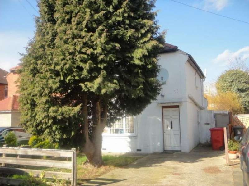 3 Bedrooms Semi Detached House for sale in Norfolk Ave