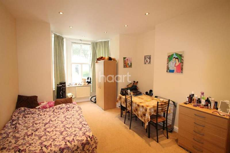 1 Bedroom Flat for sale in Maude Road, Camberwell SE5