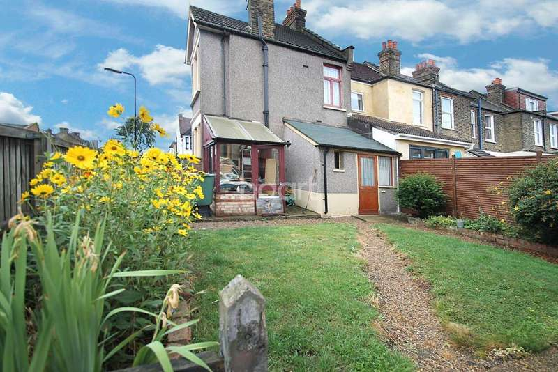 3 Bedrooms Semi Detached House for sale in Essex Road, Barclay Estate, Leyton