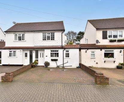 3 Bedrooms Semi Detached House for sale in Grasmere Gardens, Orpington