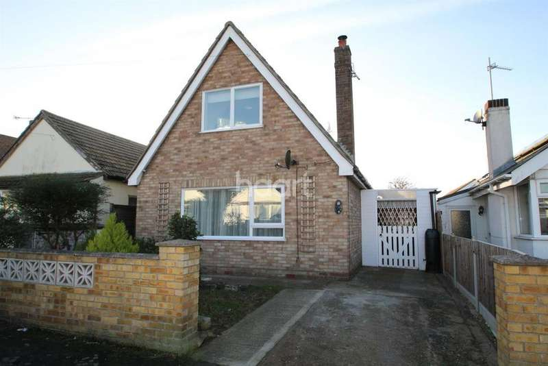 3 Bedrooms Bungalow for sale in Flowers Way, Clacton-on-Sea