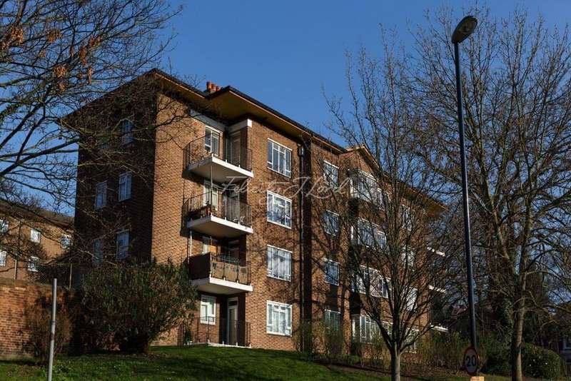 3 Bedrooms Flat for sale in Lacey House, SE13