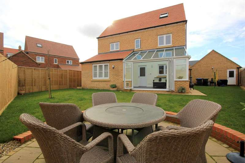 6 Bedrooms House for sale in SUPERB 6 BEDROOM DETACHED HOME WITH GARAGE IN Dunnock Close, Aspen Park