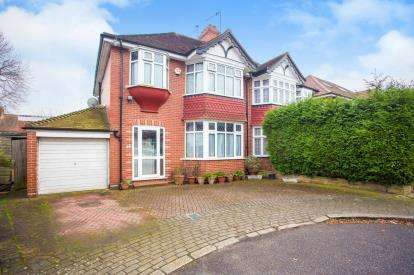 3 Bedrooms Semi Detached House for sale in Woodland Close, London, Kingsbury, London