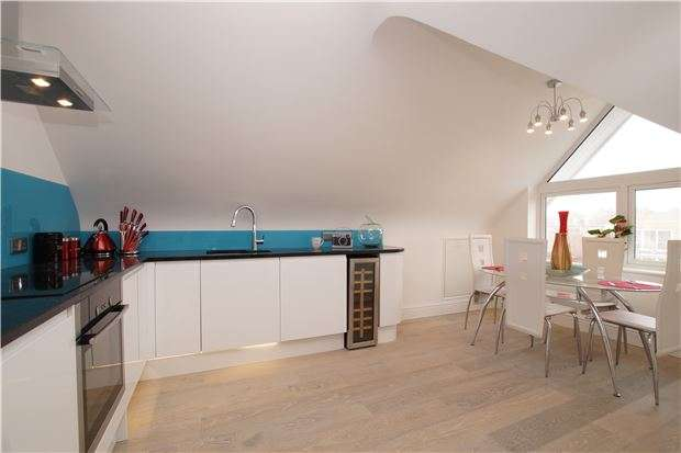 2 Bedrooms Flat for sale in Buckhurst Lodge, Bexhill-on-Sea