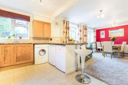 4 Bedrooms Detached House for sale in Romsey, Hampshire