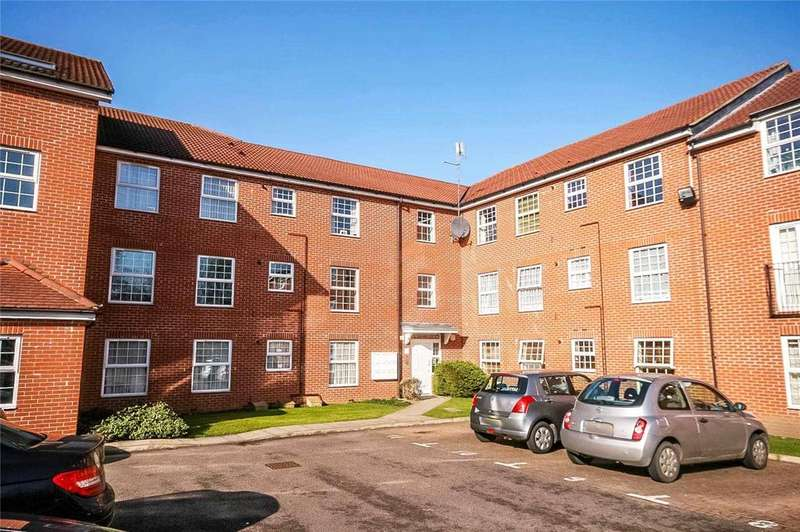 2 Bedrooms Flat for sale in Bridge Court, Welwyn Garden City, Hertfordshire