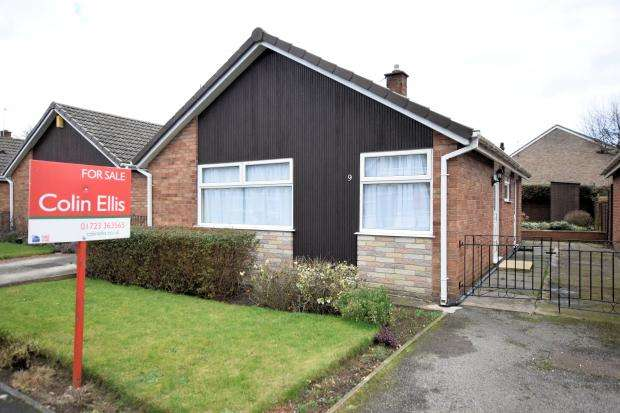 2 Bedrooms Detached Bungalow for sale in Stapleton Close, Seamer, Scarborough, North Yorkshire YO12 4QW