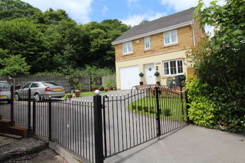 4 Bedrooms Detached House for sale in Parc Gellifaelog, Tonypandy