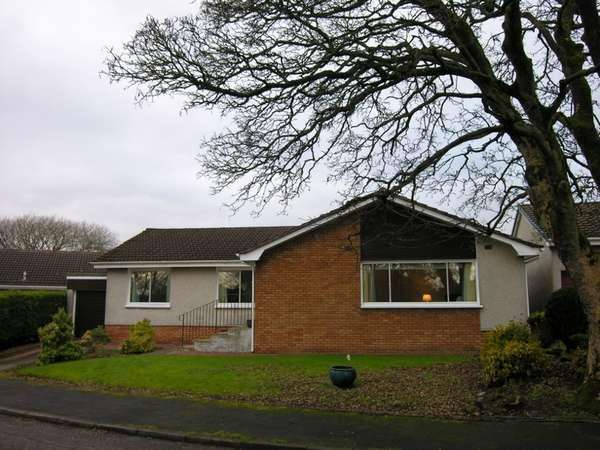 3 Bedrooms Detached Bungalow for sale in 8 Burnbank Brae, Carluke, ML8 4EW