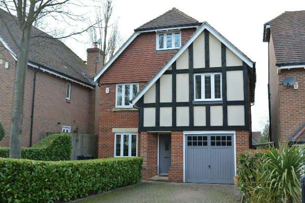 5 Bedrooms Detached House for sale in Poplar Close, Epsom