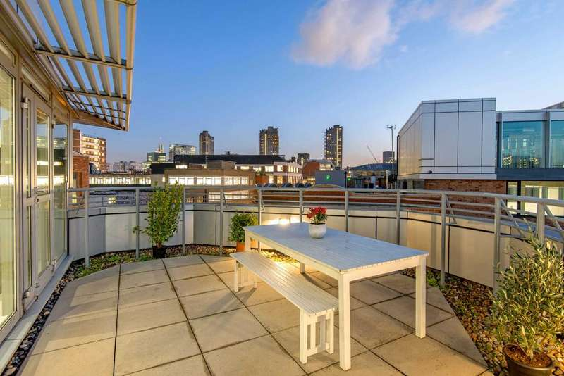 3 Bedrooms Penthouse Flat for sale in Dallington Street, EC1V