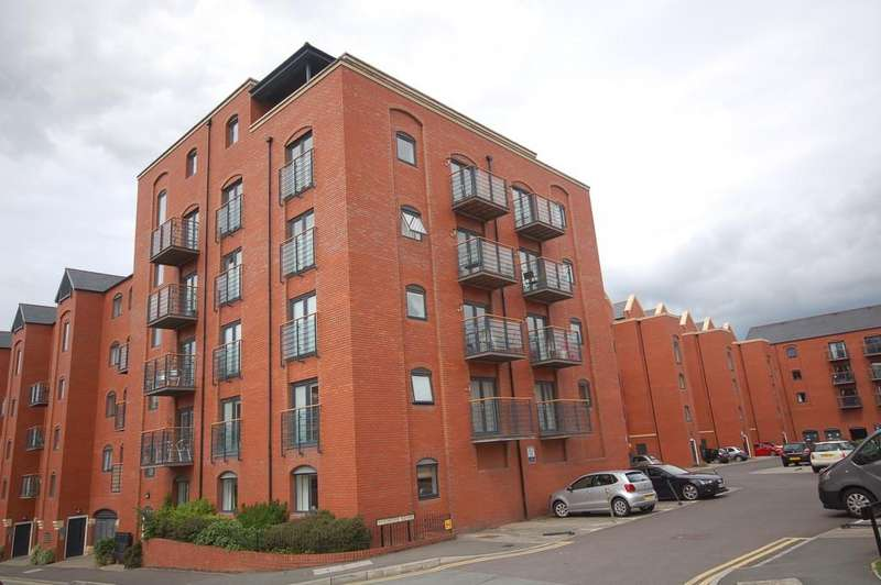 2 Bedrooms Apartment Flat for sale in Wharf View, Chester