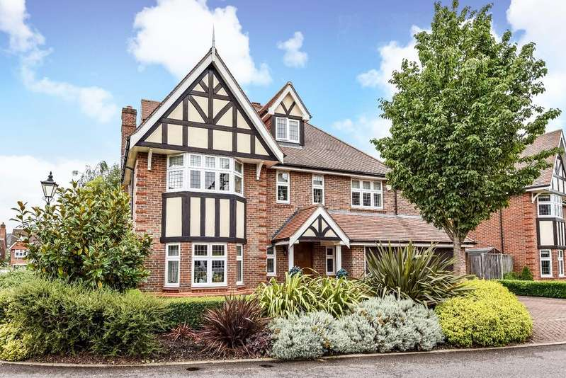 5 Bedrooms Detached House for sale in Bucknall Way Beckenham BR3