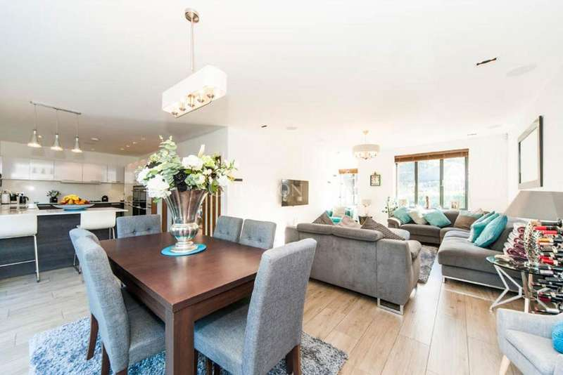 4 Bedrooms Detached House for sale in Ruislip, Middlesex