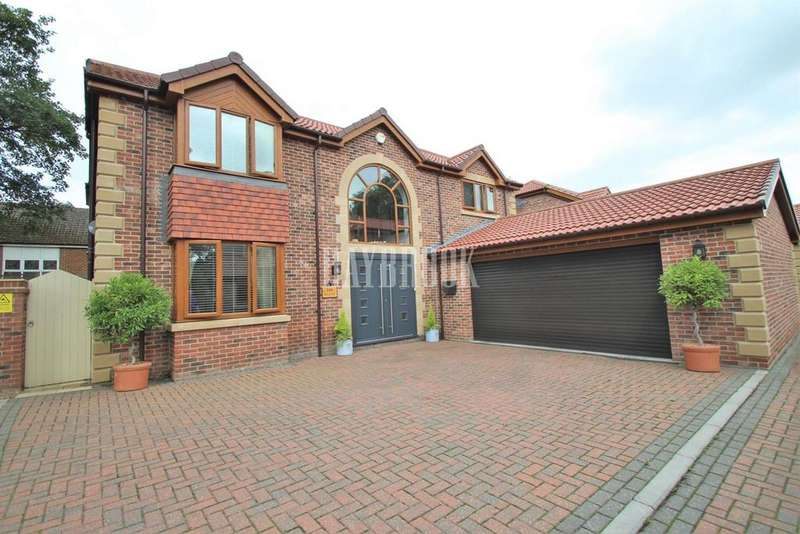 4 Bedrooms Detached House for sale in Hamilton Court, Swinton